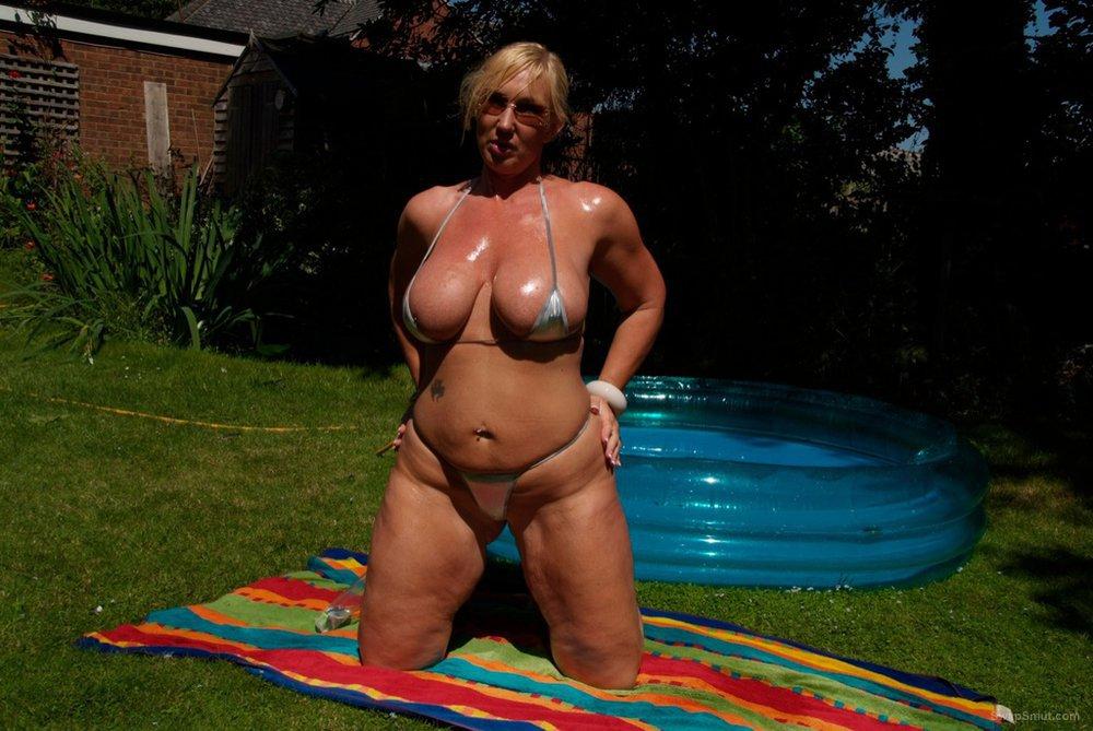 Mature blonde sunning her beautiful body amateur photos