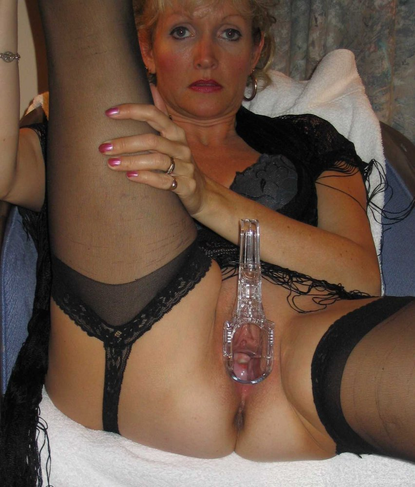 Mature honey using new glass dildo on creamy cunt to orgasm speculum