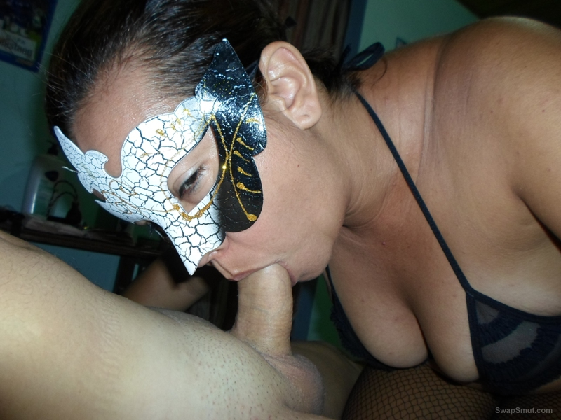 Masked mature sucking cock and showing her body, you like this bitch