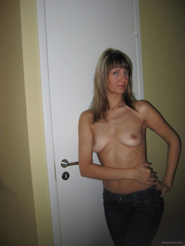 Wife like to get a private photo at home acting sexy and masturbating