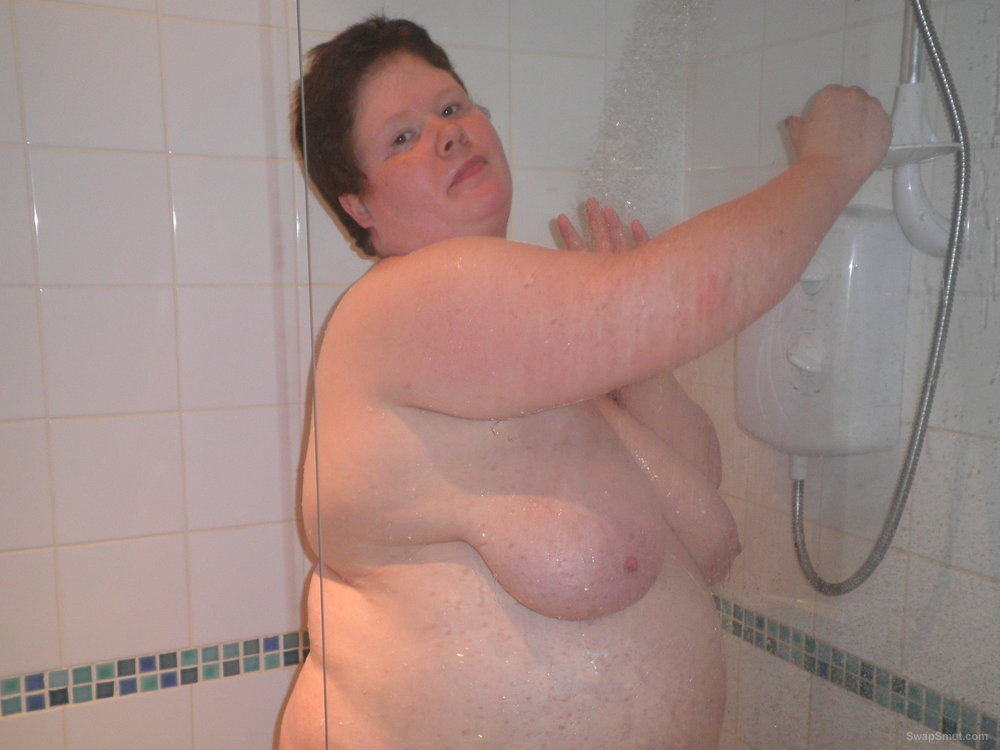 A bubbly BBW for you to enjoy as she takes a showers and then poses on the chair