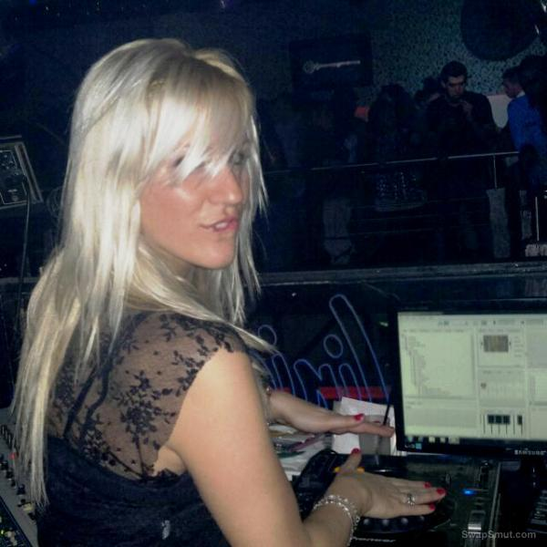 Blonde wannabe DJ getting private lessons back at home after club