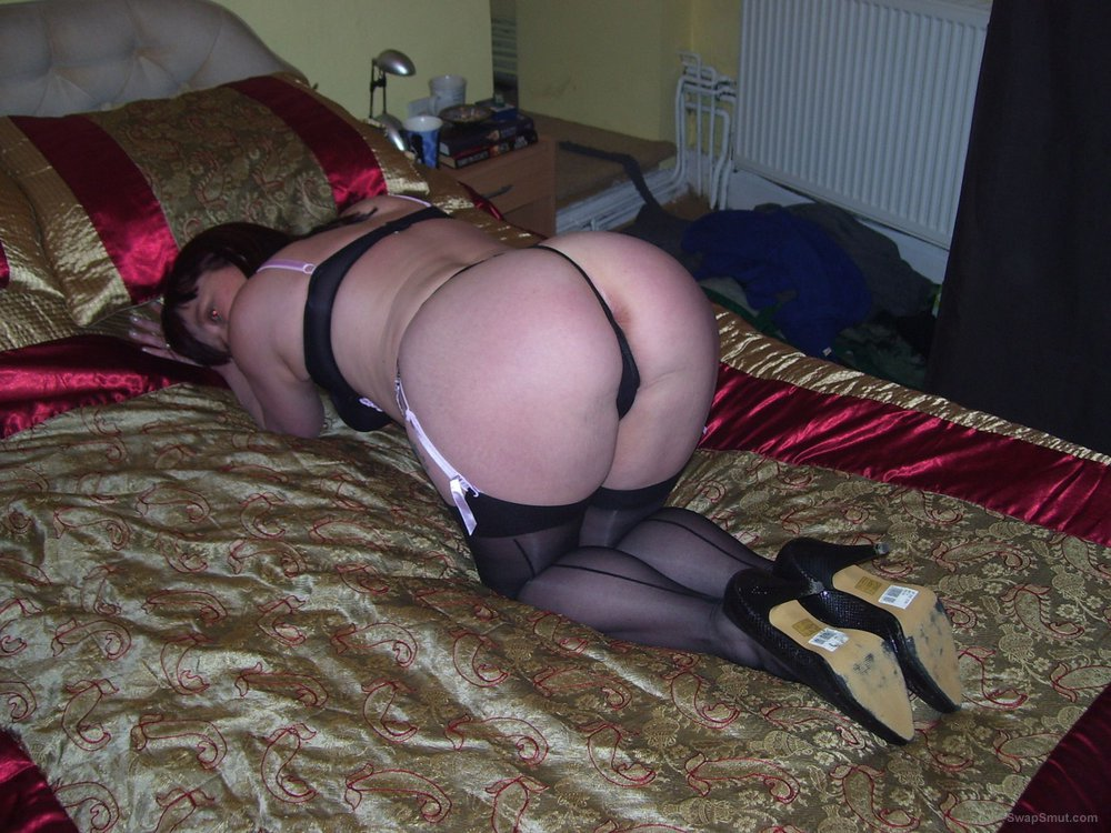 Slutwife deb in sexy black lingerie looking sexy and seductive on bed