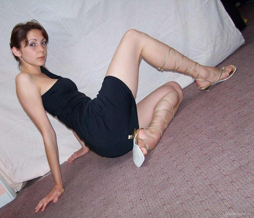Young teacher and wife posing for your pleasure like to try swinging