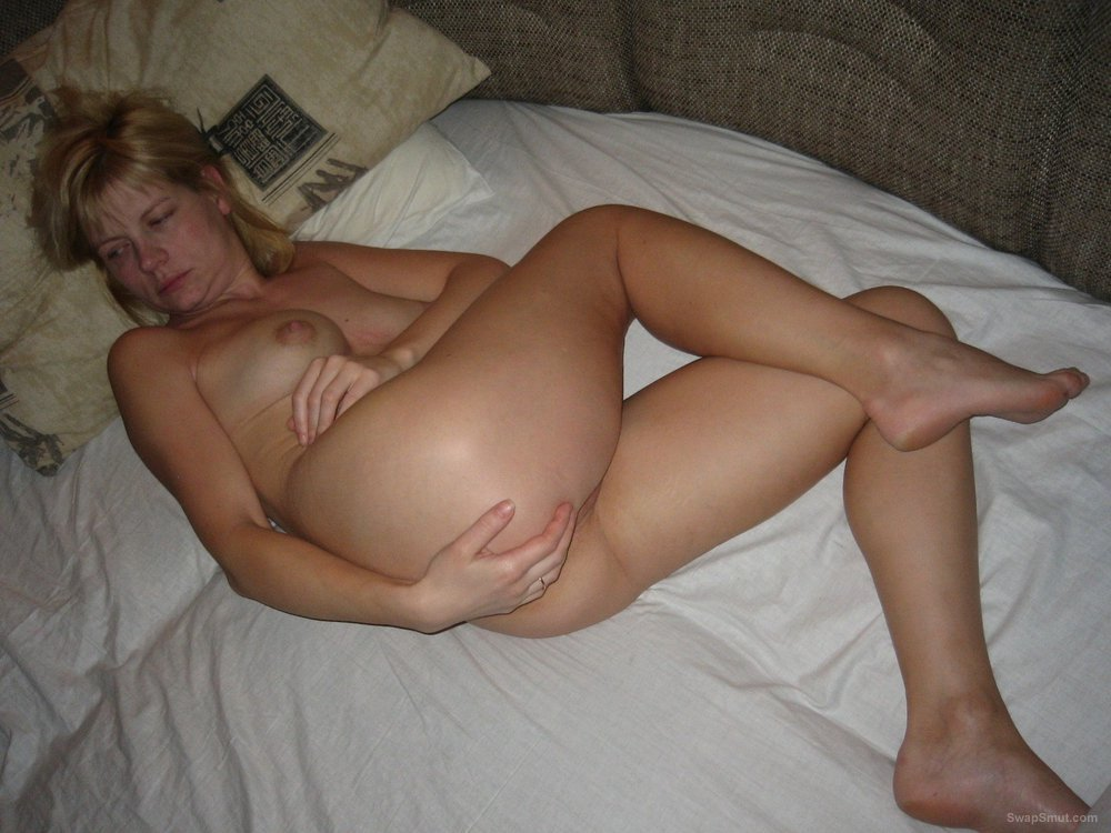 Stunning blonde wife show off her hot sexy body again