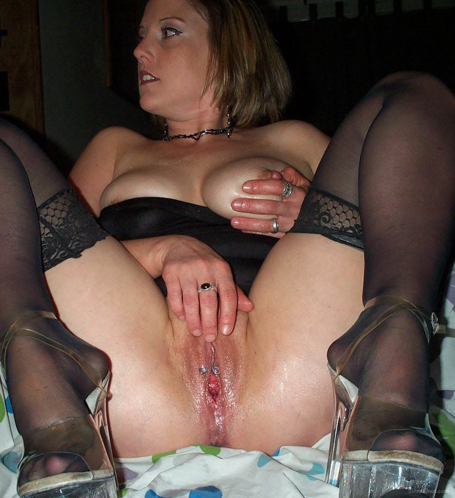 sexy MANDY masturbating her wet pussy