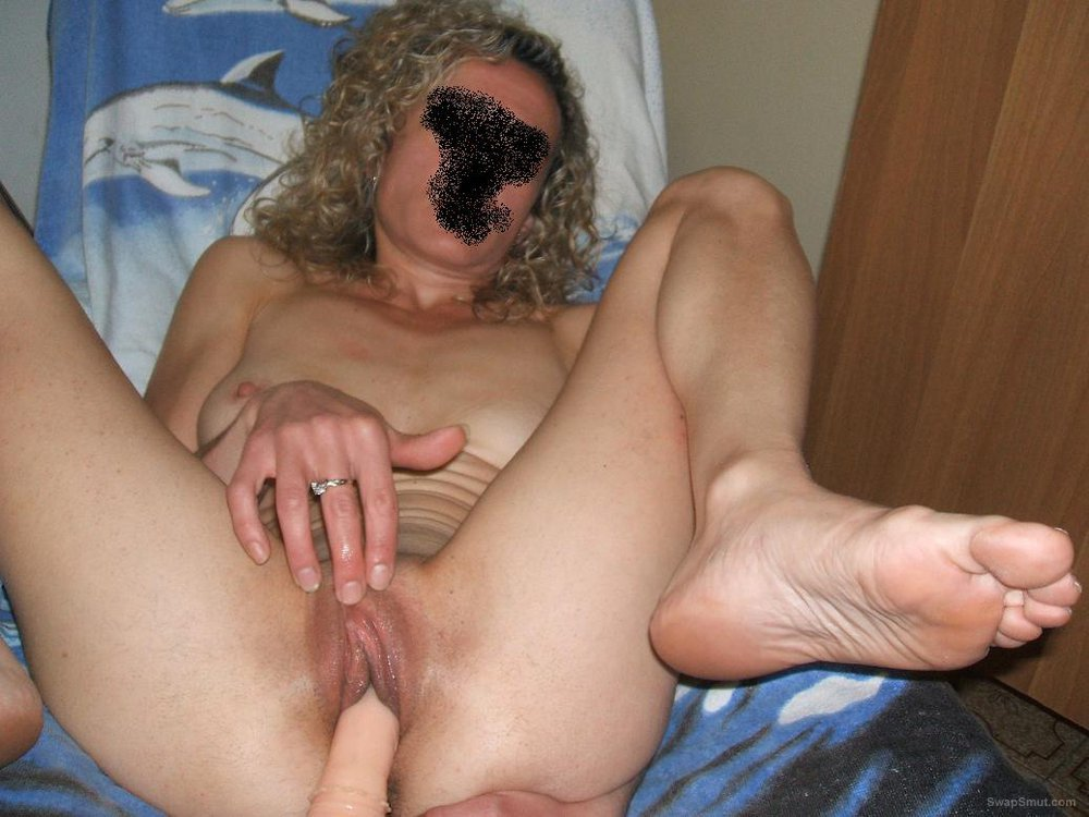 GIO1 BIGPUSSY STUFFED WITH VIBRATOR AND COCK