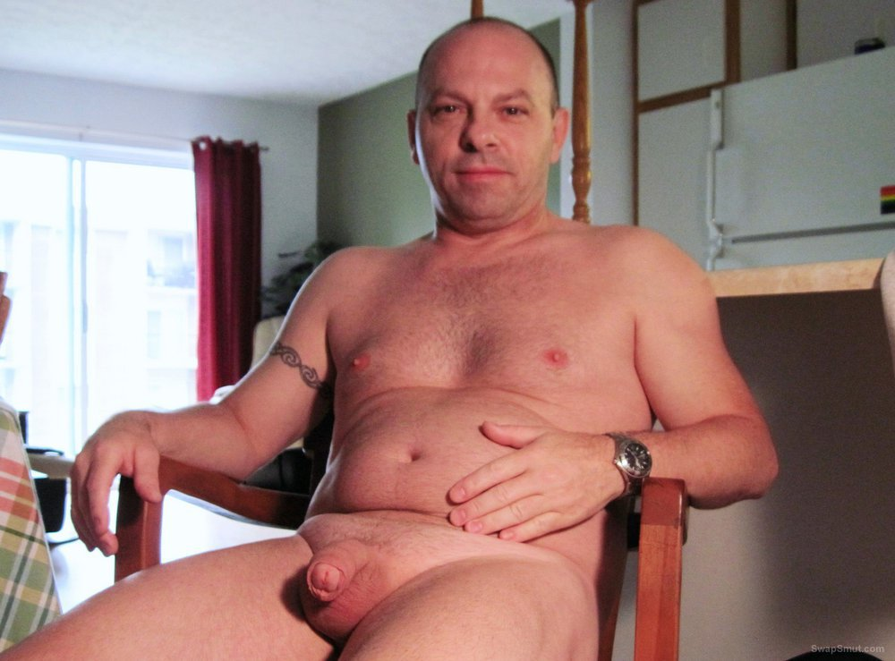 Me at home, naked, horny and showing myself