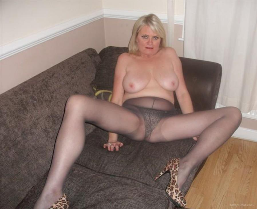 Stunning mature friend loves her stockings true slut