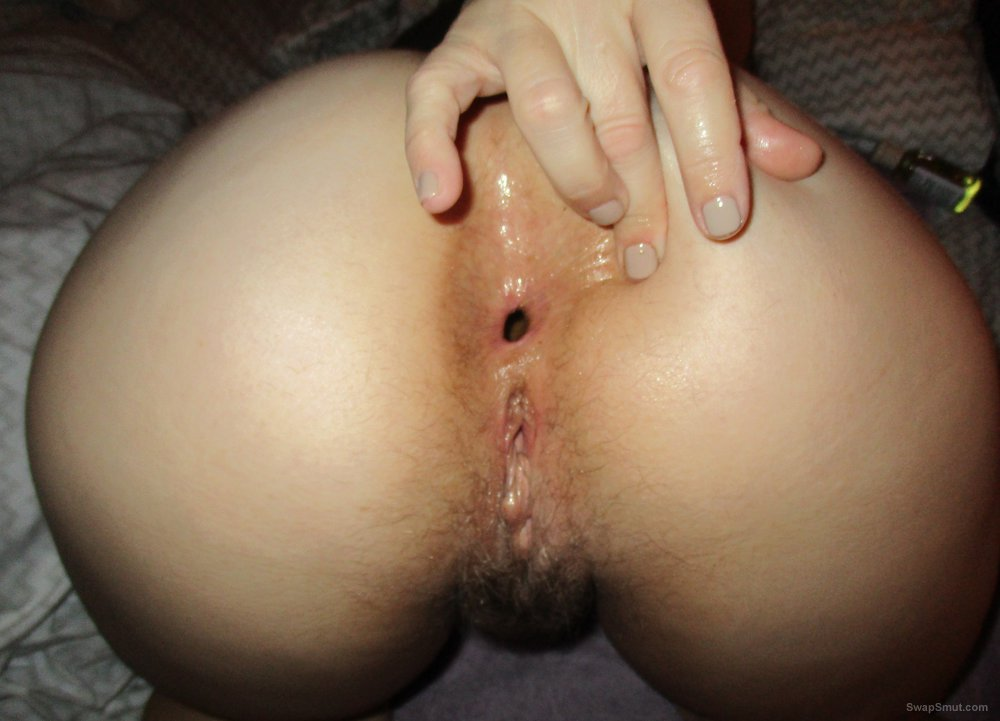 Wifes uses her oil to lube up her anus for entry