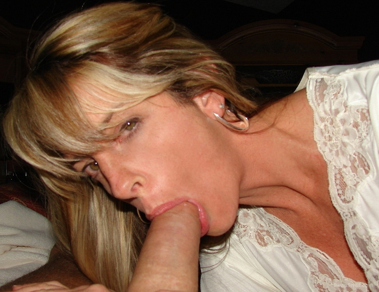 Mature very addicted to big cock sucks with enthusiasm