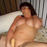 Mature fuck slut enjoying playing