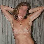 Esposa Maka desnuda y lencería negra caliente