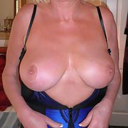 A very sexy mature woman for your pleasure