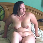UK MILF loves to strip off and show off