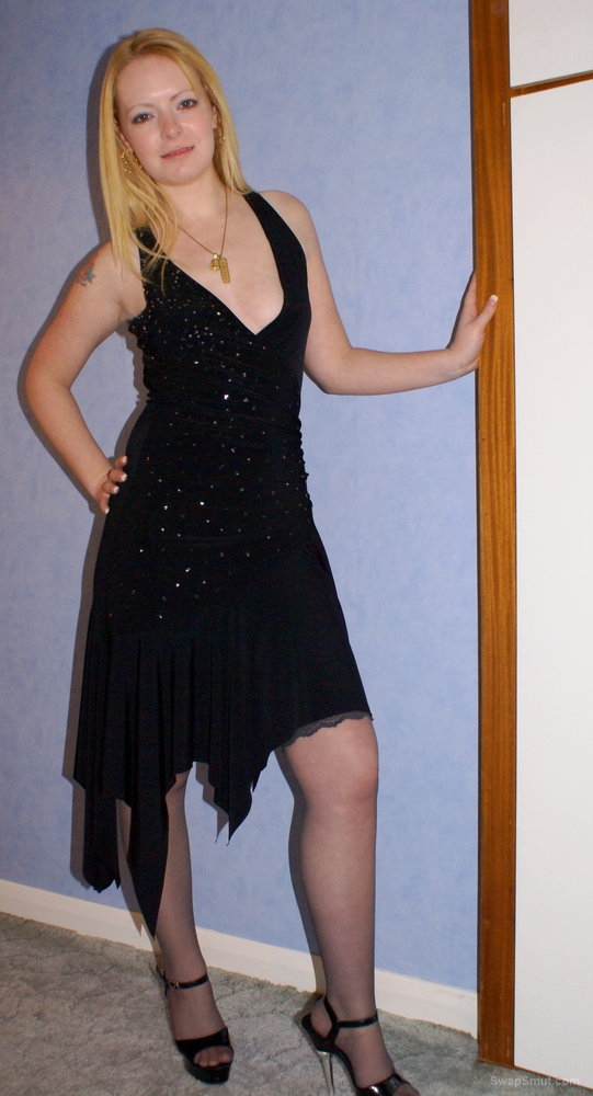 Blonde Amateur Homemade Photos Removing A Little Black Dress