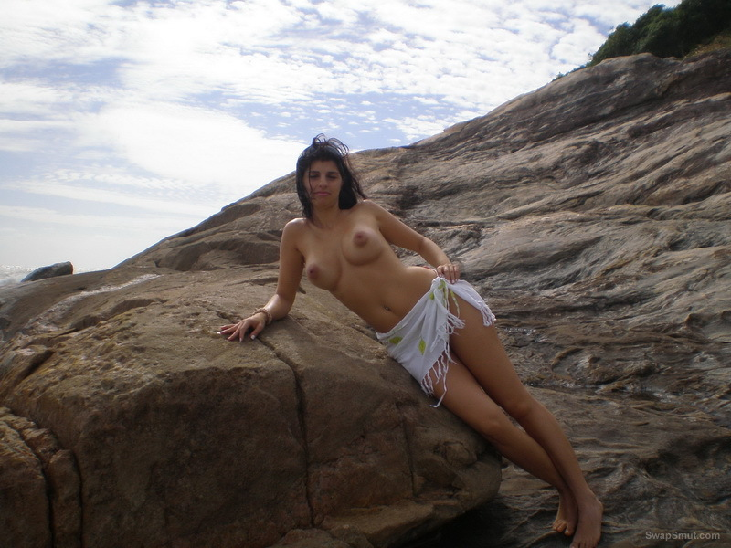 Great babe amateur outdoors nude with big tits and areola lovely