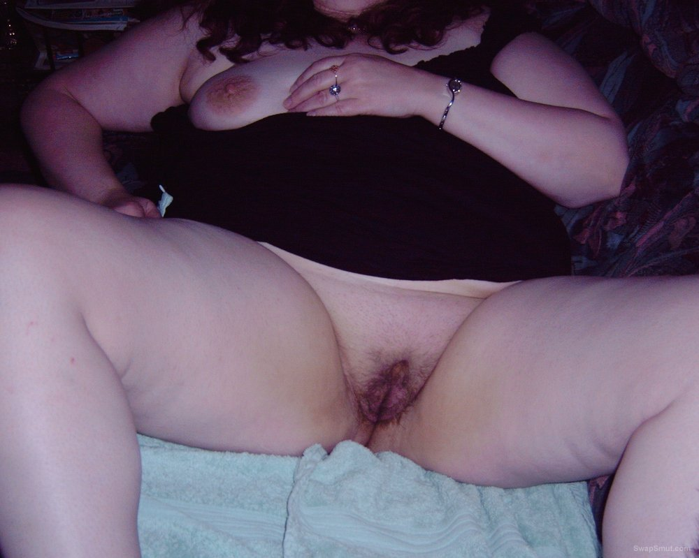 WIFE SHOWS HER PUSSY