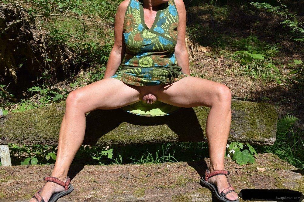 Mature slut in the open air for your pleasure
