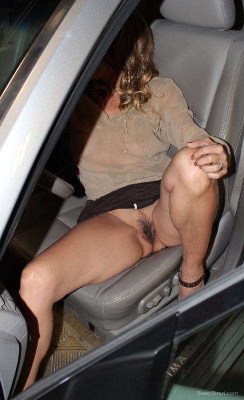 Milf flash nude car
