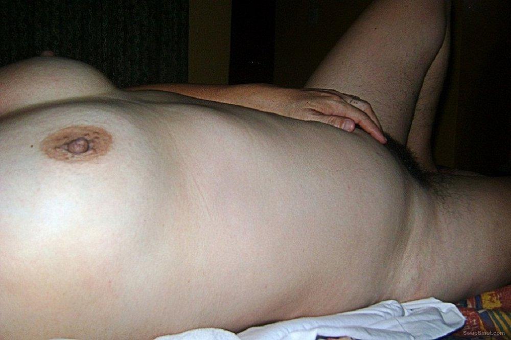 Mi peluda esposa con nuevas fotos esperando les guste y digan si la extrañaron