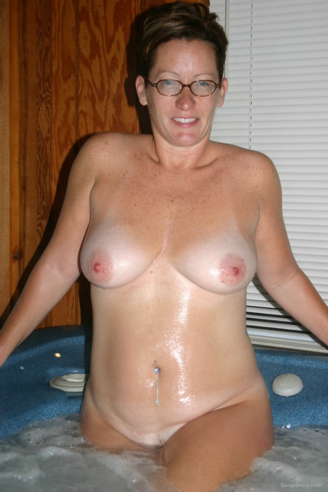 My online sexy swing couple showing off completely naked woman