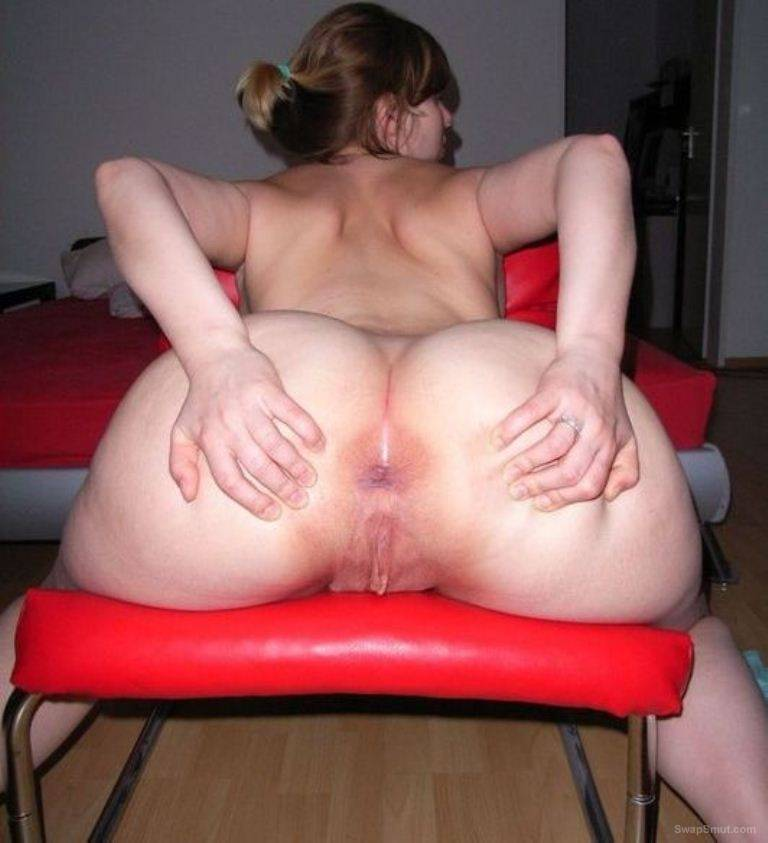 oiled up girl with a great ass 2
