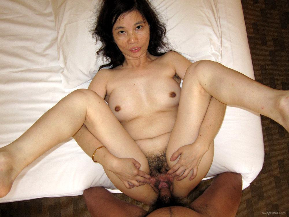 Hot Asian Ann Spreads Her Beautiful Pink Cunt