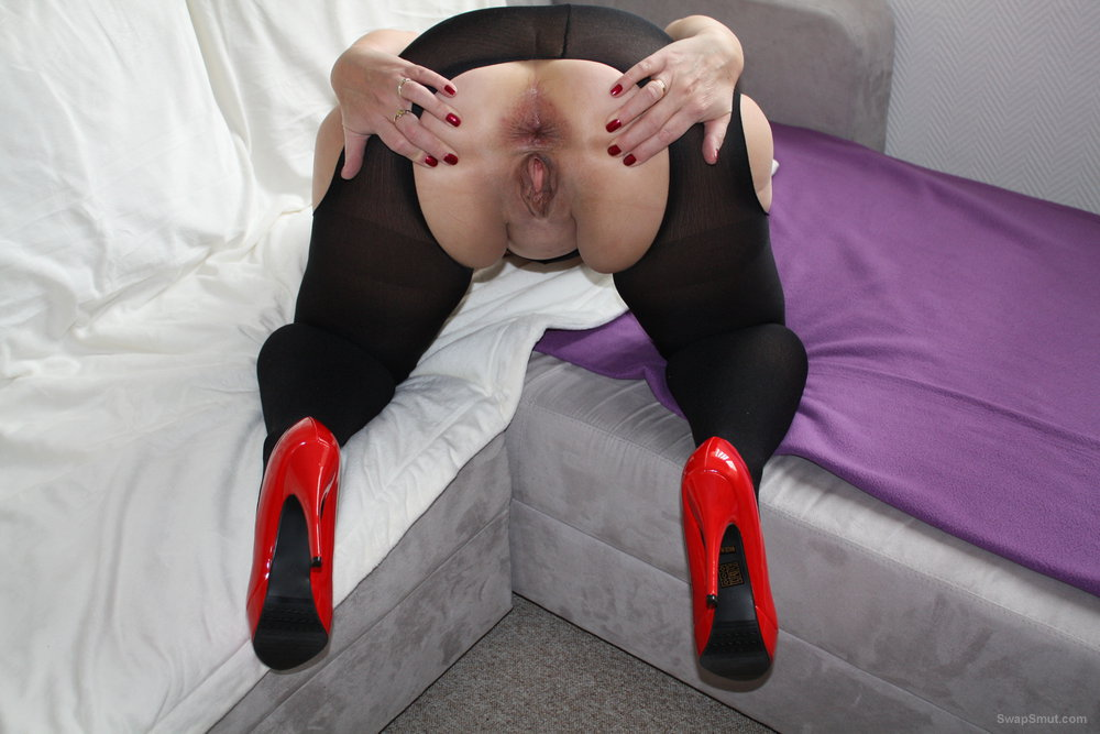 Sandra bunny in red high heels and black stockings showing off