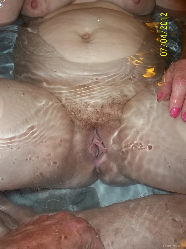 Wife trimming up her pussy hair under water while in the bath