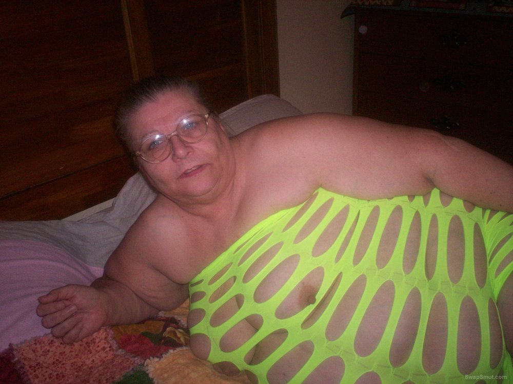 mature bbw amateur feeling sexy in a green dress