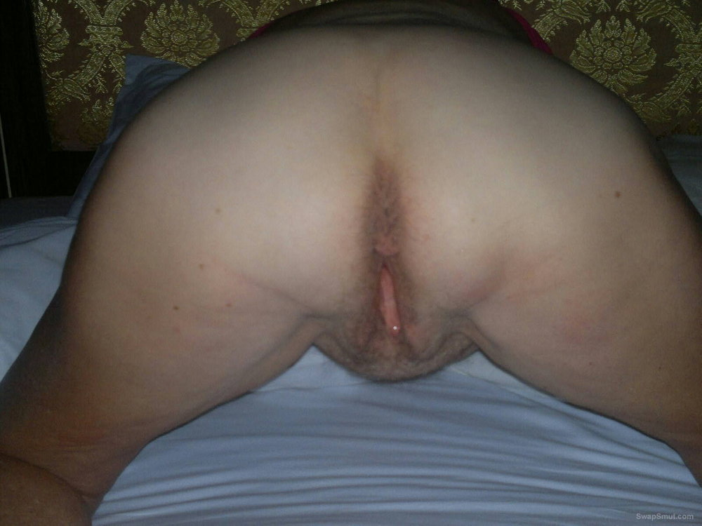 Lots of pussy and arse to wank to
