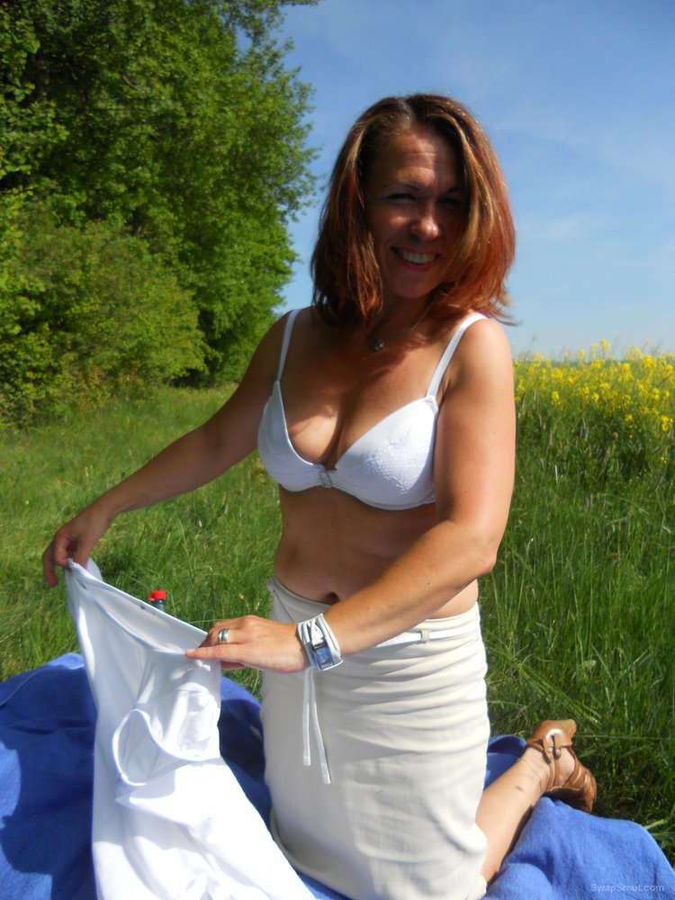 My MILF love to show her naked ENJOY her amateur naught pictures