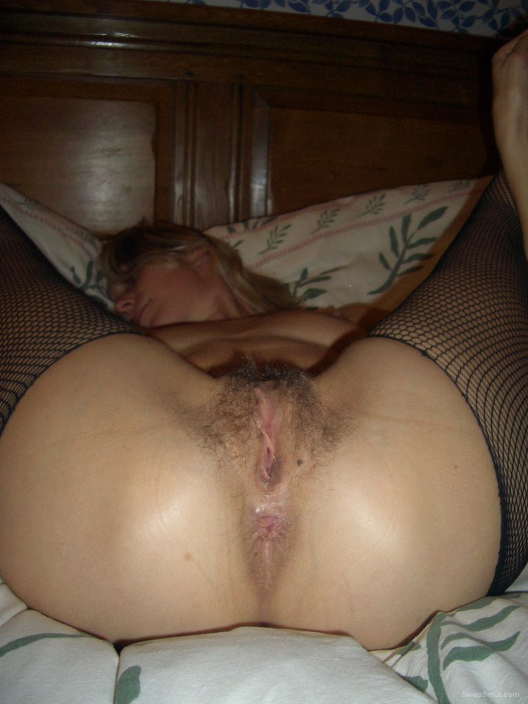 Hairy vagina amateur slut likes to wear nylons and stockings
