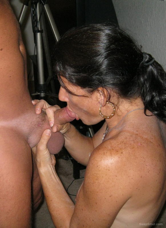 2 milfs sucking and rimming me