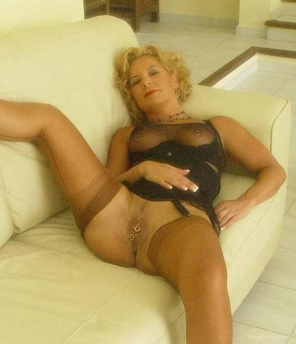 french busty milf showing crack and titties