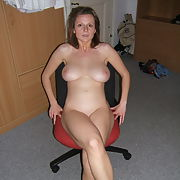 Gorgeous busty MILF exposes her yummy body p2