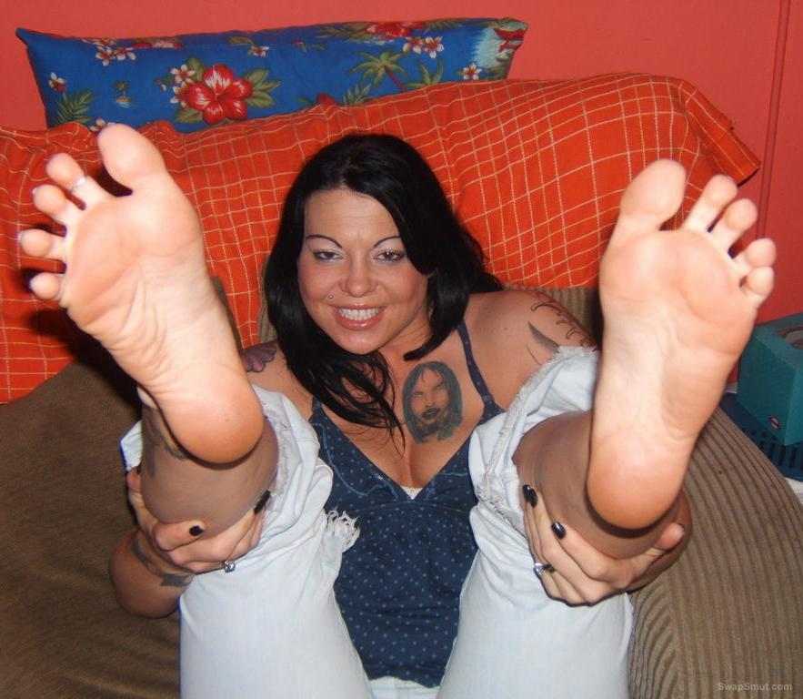 ANGEL RETURNS with her sexy feet