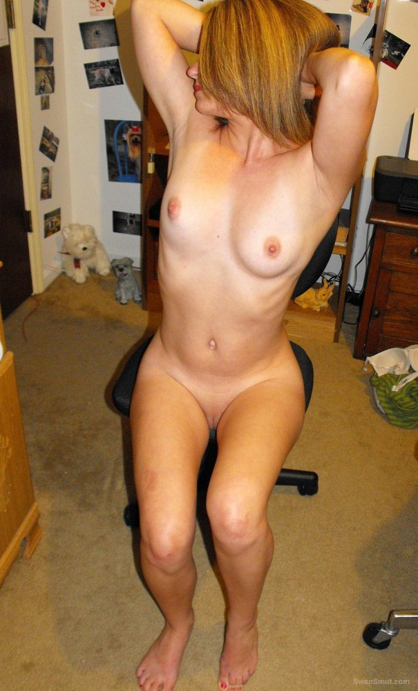horny girlfriend loves taking naked pics