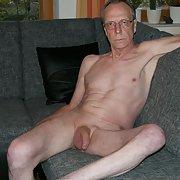 I like posing nude at home and make photos