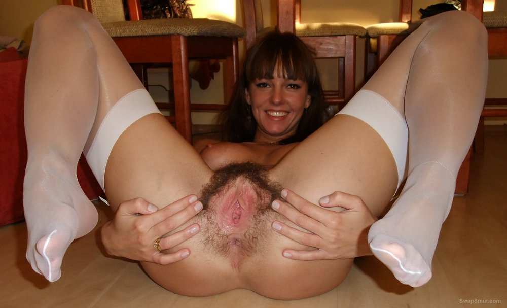 Especial. Wife in stockings spread pussy where