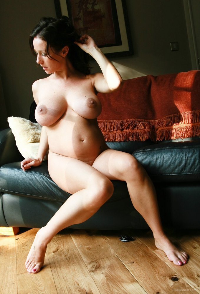 Busty preggo milf Kelly shows us her pretty body