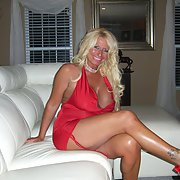 Mature blonde showing her beautiful body, look at her amazing breasts