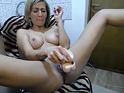 Amateur slut MILF rubbing her pussy for a webcam